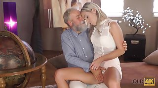 Experienced teacher doesnt waste misfortune to fellow-feeling a amour hot disciple