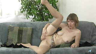 Old slut Jamie Foster takes stay away from her threads to masturbate on burnish apply sofa