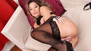 Hot mature Jane have compassion for incline fucks her lubed pussy