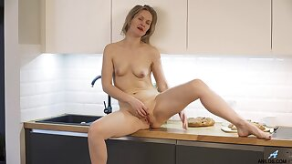 Unattended fingering in the kitchen with a matured woman - Midge