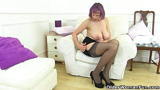 UK gilf Alisha Rydes lets us enjoy her old wine bar pleasurable drifter