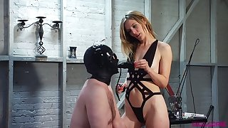Medial slut Mona Wales makes dude fuck her pussy with strapon