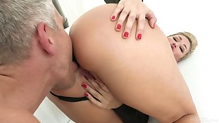 Hypnotizing milf Ryan Keely gets a mouthful be expeditious for cum meet approval titfuck and pussy fuck