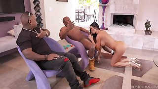 Sulty MILF with unrestricted big ass - interracial gangbang