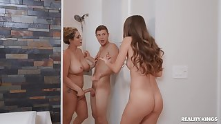 Kinky threeway screwing for sizzling Kimmy Granger and Eva Notty