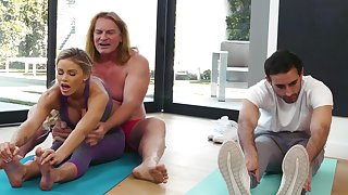 Yoga lesson drives this MILF needy for an obstacle man's energized dong