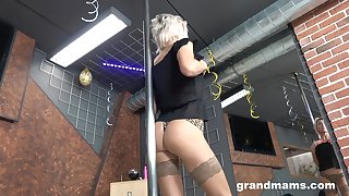 Old stripper Snejanna is dancing and toying cunt right on the floor